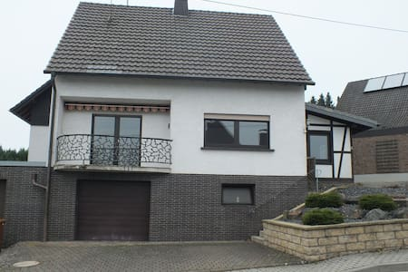 Geräumiges/Ruhiges Haus nähe A3 - Casa