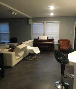 1BD, WiFi, 15-18 min drive to PURDUE - House