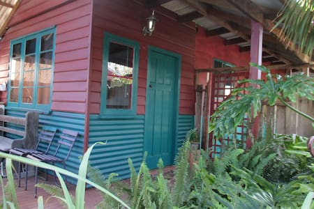 Private cottage in the heart of CBD - Busselton - Blockhütte