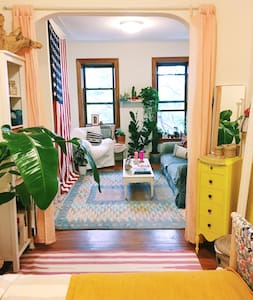 Colorful Artist Apartment in Park Slope! - Apartment