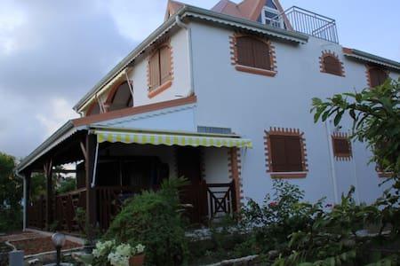 Appartement dans villa récente - Lakás