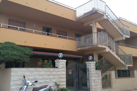 Appartamento a 150 metri dal mare - Sampieri - Lejlighed
