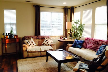 2 Rooms Suite! in a Modern Townhouse. - Hayward - Townhouse