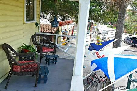 Quaint 1 BDRM, private balcony. Above Ann OMalleys - St. Augustine - Appartamento