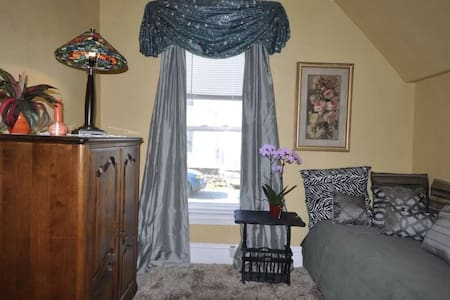 TWIN BED--15 Min to Airport--25 Min to Downtown - Casa