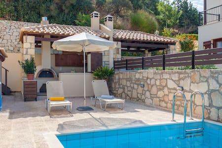 Family Villa with private pool, BBQ and Sea View! - Willa