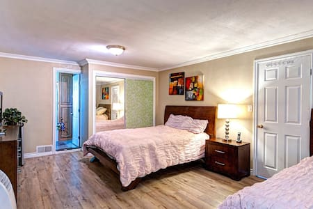 有独立卫生间的两个大床的套房! - La Puente - Casa