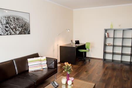 Cozy apartment,  train to town and airport - Gdańsk - Apartment