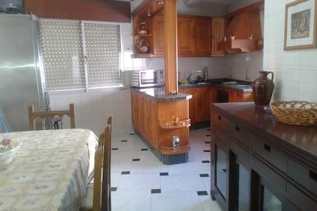 Piso tres dormitorios - Villafranca de Córdoba - Pis