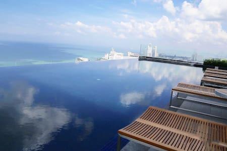 44th pool , luxury sea&city view