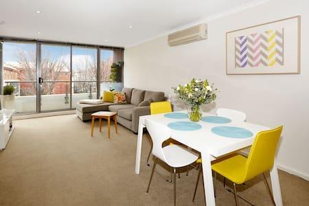 Beautiful City Apt 2BD/2BATH/2PARK - West Melbourne - Apartment