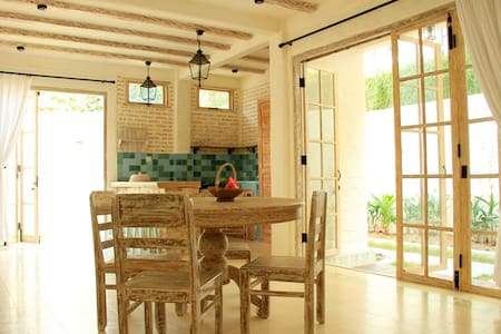 Beachside sanctuary in Seminyak! - Kuta - Apartment