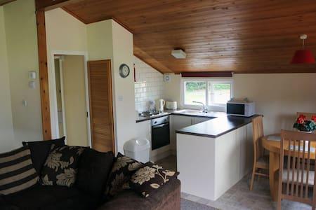 Honey Suckle Lodge - Penrhos Parc - Powys - Cabaña