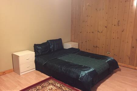 Comfortable bed in Belmont Cragin Area! - Chicago