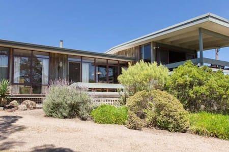 Classic beach house Prime location - Talo