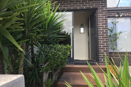 Casa Windsor - warm, friendly & inviting hosts - Footscray - Casa