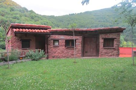 Cabaña con prado en plena naturaleza - Chatka