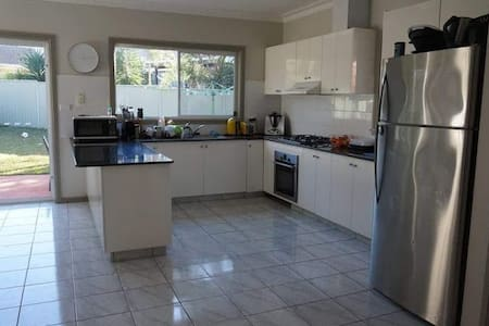3 bedroom, 2 storey house on the Northern Beaches - Frenchs Forest - House