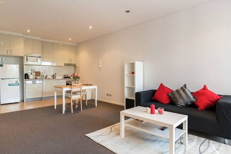 One bedroom Unit near Sydney CBD - Rosebery - Apartment