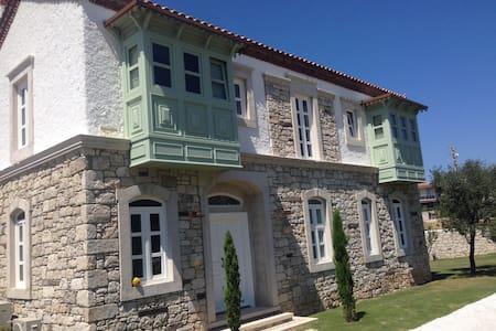 Deniz kıyısında taş malikhane - Çeşme - Villa
