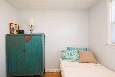 Cute room near the beach - Narragansett