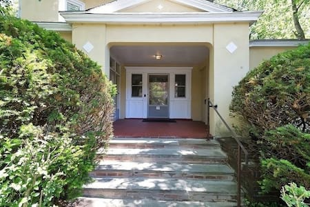 Sunny & Fantastic 2 BDRM Apt by Heart of Montclair - Montclair