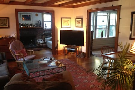 Charming Condo2 Easy access to Bost - Belmont - Maison