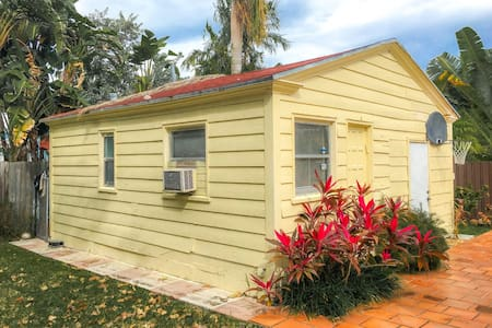 Miami Beach Mini House perfect for Two (MH1) - Miami Beach - Other