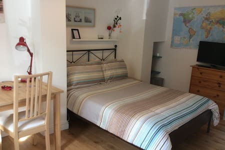Double room, TV, WiFi, parking - House