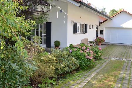 Gemütliches Zimmer mit Bad und Sauna im Landhaus! - Andechs - Hus