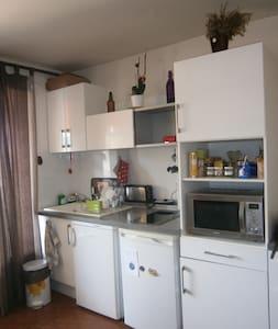 Appartement 2 pièces avec terrasse - 30 m² - Saint-Rémy-de-Provence - Apartment