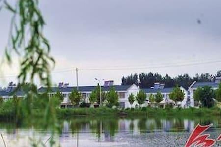 回民社区内居民用房改造的民宿客栈,312国道边,离生态旅游景区1公里内 - Bed & Breakfast