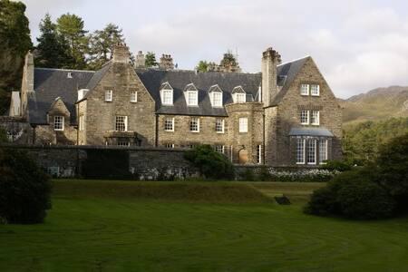 Luxury Highland Mansion - Bed & Breakfast