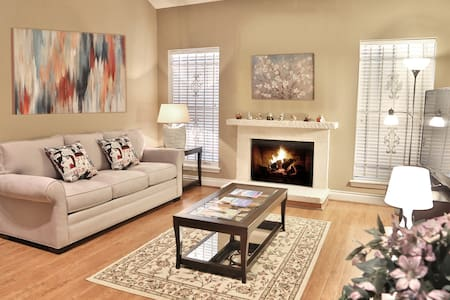 2-Bedroom Townhouse in Galleria, All New Furniture - Houston - Townhouse