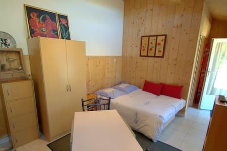Studio dans un domaine de charme - Appartement