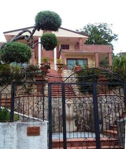 Luxury Villa indipendente - mare - Hus