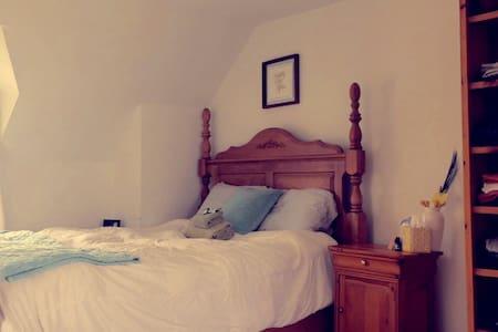 Cozy loft, breakfast included - House