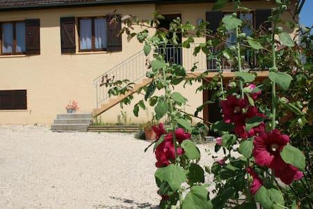 Maison 90m² au calme avec verger - Casa