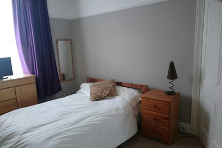 Homely double room in Victorian terrace - Plymouth - House