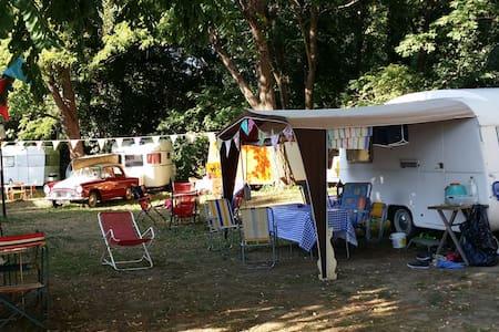 Camping retro la Gambionne - Wohnwagen/Wohnmobil