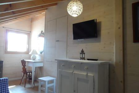 Heimeliges Holzchalet im Mittelland - Wolfwil - House