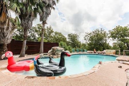 Masion w-ballroom&pool near F1Track - Buda - Casa