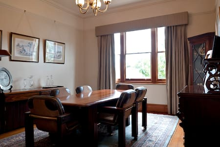 Federation home with character - Sandy Bay - Bed & Breakfast