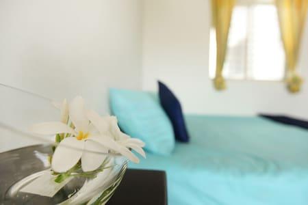 Spacious private room in a landmark condominium - Szoba reggelivel