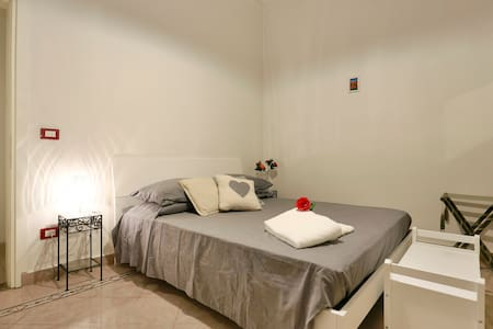 €100 TO NIGHT FROM OCTOBER TO MARCH - Florenz