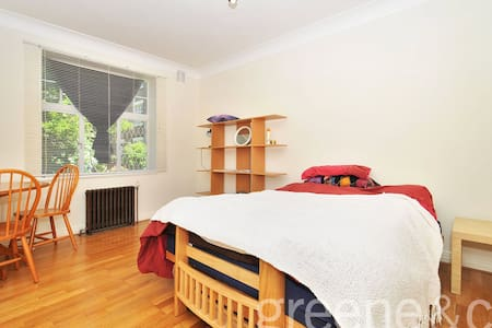 Lovely central flat in leafy Belsize Park - London - Apartment