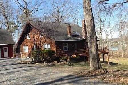 Saratoga County lakeside home sleeps up to 8 - Hus