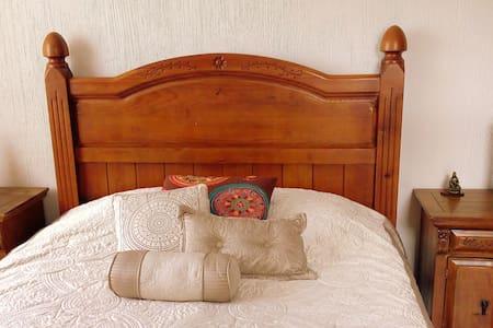 Enjoy Basilica cozy room & privbath