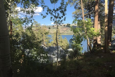 View of Lake Vallecito and San Juan Mountains - Zomerhuis/Cottage