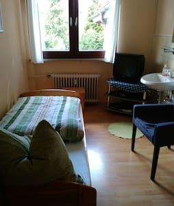 4Gäste Zimmer mit Bad auf dem Flur - House